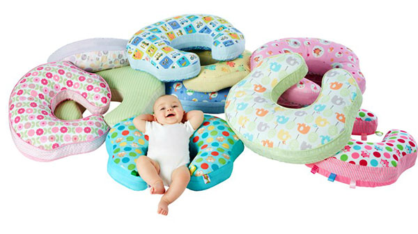My 2017 Baby Essentials: Mombo Nursing Pillow